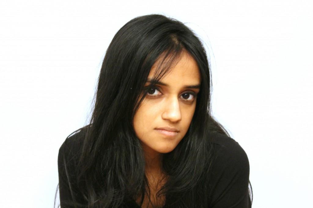 Anushka RAJENDRAN(アヌシュカ・ラジェンドラン) 1988年生まれ、ニューデリー在住。キュレーター、ライター。ジャワハルラール・ネルー大学芸術・美学校博士課程に在籍中。近年の活動として、コチ・ムジリス・ビエンナーレ2018のアシスタントキュレーター、プラメヤ芸術財団(PRAF)のキュレーター(2019~)を務める。また、2016年にニューヨークのISCP(International Studio& Curatorial Program)、2015年にコロンボのシールサ国際アーティスト・コレクティブにレジデンスプログラムで滞在。2015年、インド出身の新進/中堅美術ライターとして「アート・スクライブス・アワード」を受賞。